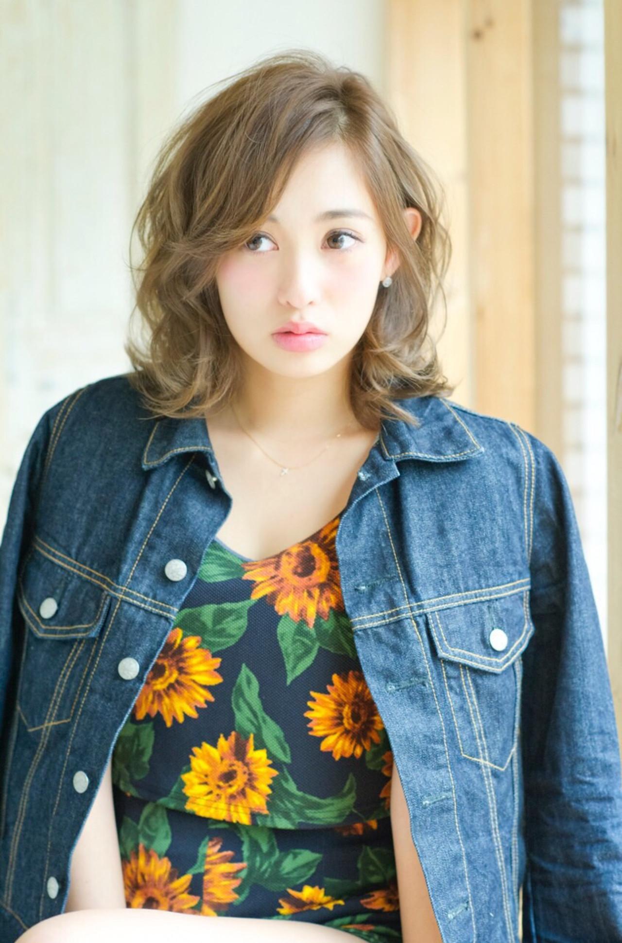 女子のモテる髪型はずばりミディアムレイヤー♡人気のヒケツに迫ります! 佐藤 詩穂 / Lond