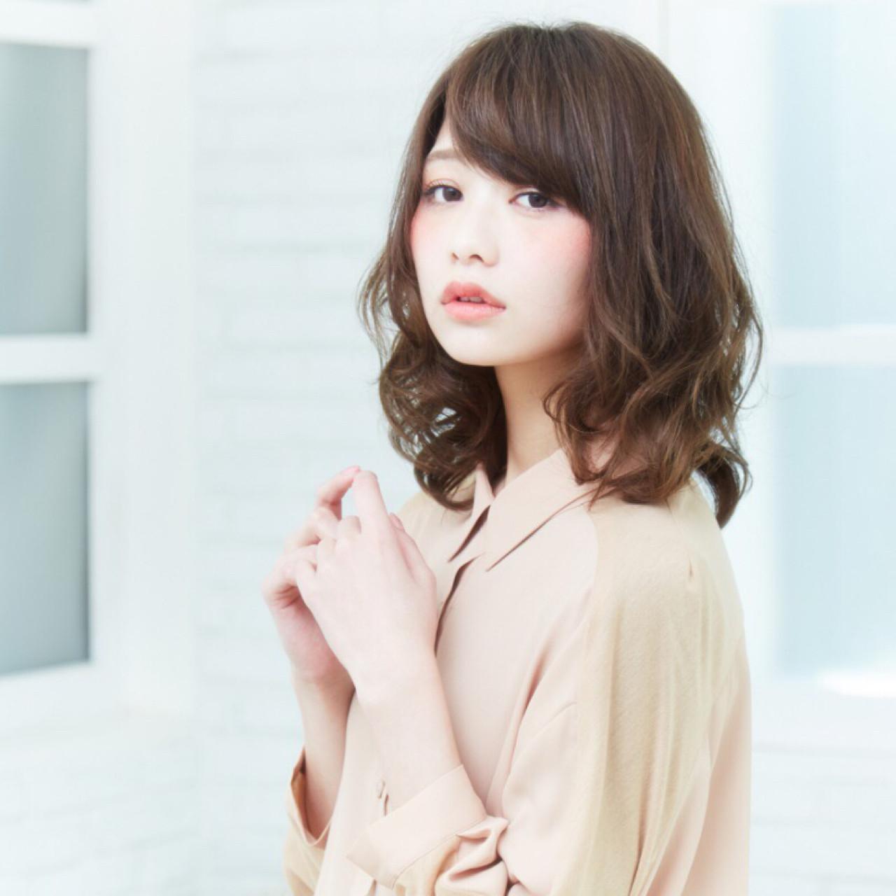 女子のモテる髪型はずばりミディアムレイヤー♡人気のヒケツに迫ります! 斉藤 弘旭