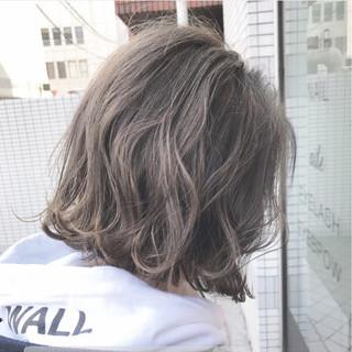 ウェーブ アッシュグレージュ ボブ 切りっぱなし ヘアスタイルや髪型の写真・画像