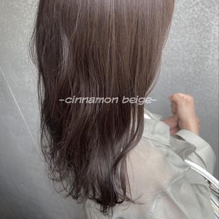ロング ヌーディーベージュ ミルクティーベージュ シアーベージュ ヘアスタイルや髪型の写真・画像