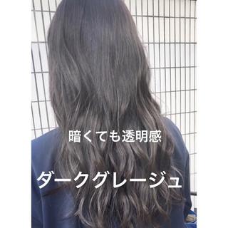 アッシュグレー アンニュイほつれヘア ロング イルミナカラー ヘアスタイルや髪型の写真・画像