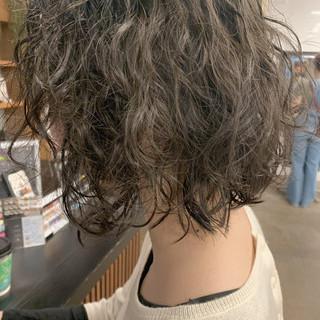 大人ヘアスタイル ウェーブ 無造作パーマ ナチュラル ヘアスタイルや髪型の写真・画像