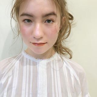 アウトドア 結婚式 アンニュイほつれヘア ガーリー ヘアスタイルや髪型の写真・画像