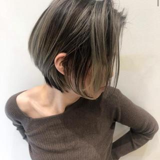 ショート バレイヤージュ グレージュ 外国人風カラー ヘアスタイルや髪型の写真・画像