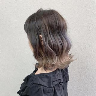 ミディアム ミルクティーベージュ グレージュ フェミニン ヘアスタイルや髪型の写真・画像