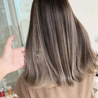 切りっぱなしボブ インナーカラー エレガント ショートボブ ヘアスタイルや髪型の写真・画像