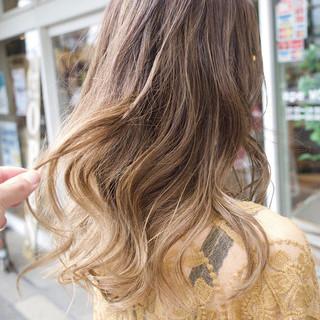 外国人風カラー ナチュラル アッシュ ハイライト ヘアスタイルや髪型の写真・画像