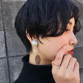 無造作パーマ 黒髪 ナチュラル ショート ヘアスタイルや髪型の写真・画像