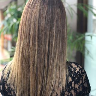 ハイライト グラデーションカラー セミロング グレージュ ヘアスタイルや髪型の写真・画像