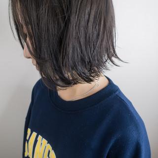 アッシュ 外ハネ ナチュラル グレージュ ヘアスタイルや髪型の写真・画像