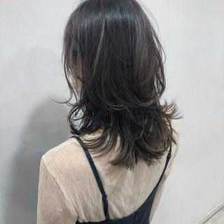 ナチュラル 前髪あり アンニュイほつれヘア オフィス ヘアスタイルや髪型の写真・画像