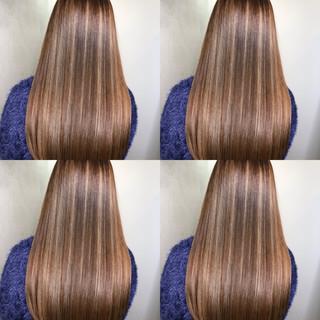 ミルクティー ベージュ ロング グラデーションカラー ヘアスタイルや髪型の写真・画像