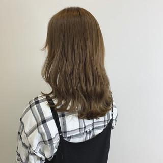 ミルクティー ナチュラル ミルクティーグレージュ ミルクティーアッシュ ヘアスタイルや髪型の写真・画像