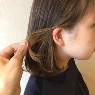 インナーカラーグレージュ ヌーディベージュ ミルクティーベージュ インナーカラー ヘアスタイルや髪型の写真・画像