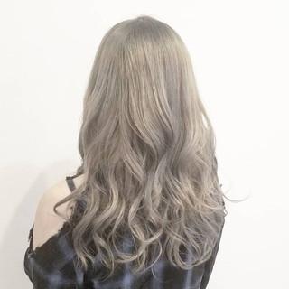 ホワイト ナチュラル デート グラデーションカラー ヘアスタイルや髪型の写真・画像