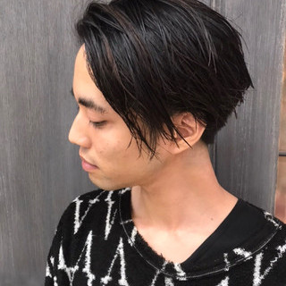 メンズカラー センターパート メンズスタイル ミディアム ヘアスタイルや髪型の写真・画像