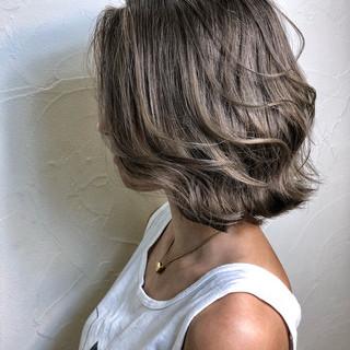 外国人風カラー アッシュ ボブ ダブルカラー ヘアスタイルや髪型の写真・画像