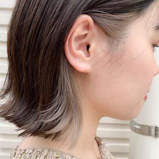 インナーカラー ガーリー ブリーチ イヤリングカラー ヘアスタイルや髪型の写真・画像