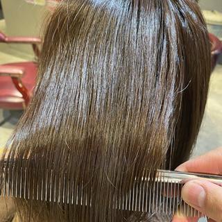 ミディアム ミルクティー ミルクティーグレージュ 外ハネ ヘアスタイルや髪型の写真・画像