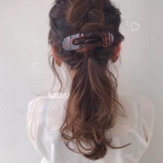 簡単ヘアアレンジ セミロング ガーリー グレージュ ヘアスタイルや髪型の写真・画像