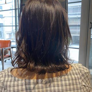 外ハネ ミディアムレイヤー ラベージュ ナチュラル ヘアスタイルや髪型の写真・画像
