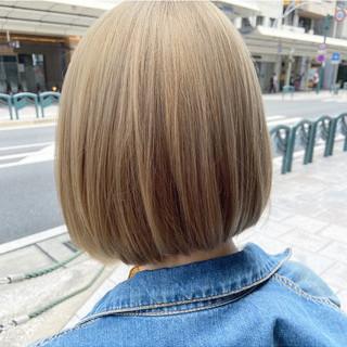 グレージュ ホワイトブリーチ ナチュラル ボブ ヘアスタイルや髪型の写真・画像