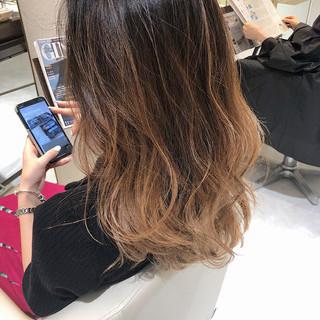 ホワイトグラデーション ナチュラルグラデーション エレガント グラデーションカラー ヘアスタイルや髪型の写真・画像
