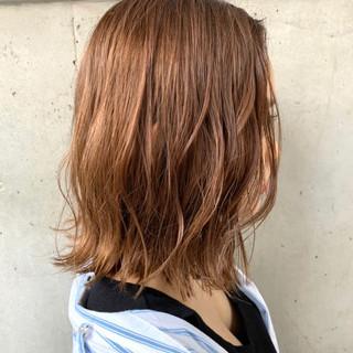 大人ミディアム 切りっぱなしボブ コテ巻き風パーマ 透明感カラー ヘアスタイルや髪型の写真・画像