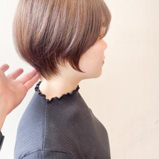 ショート ナチュラル ショートボブ ミルクティーグレージュ ヘアスタイルや髪型の写真・画像