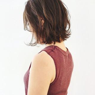 フェミニン 切りっぱなしボブ ミディアムヘアー 大人ミディアム ヘアスタイルや髪型の写真・画像