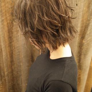 ウルフカット ワンカールパーマ レイヤーボブ フェミニン ヘアスタイルや髪型の写真・画像