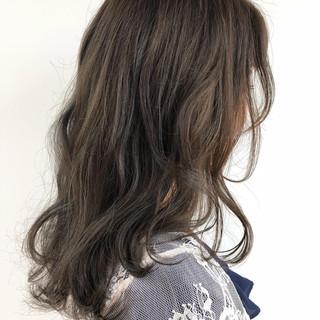 アッシュベージュ ベージュ 透明感カラー エレガント ヘアスタイルや髪型の写真・画像