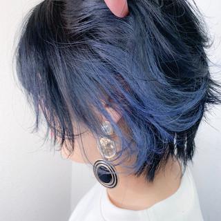 ショート ハンサムショート ブルー インナーカラー ヘアスタイルや髪型の写真・画像