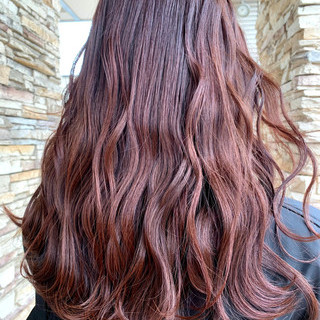 ピンクブラウン ショコラブラウン コーラルピンク フェミニン ヘアスタイルや髪型の写真・画像