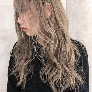 エレガント バレイヤージュ イルミナカラー 外国人風 ヘアスタイルや髪型の写真・画像