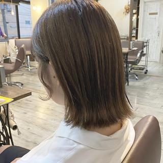 切りっぱなしボブ 透明感カラー シルバー ハイライト ヘアスタイルや髪型の写真・画像