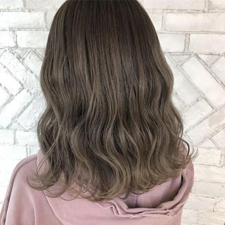 外国人風カラー ハイトーン アンニュイ ウェーブ ヘアスタイルや髪型の写真・画像