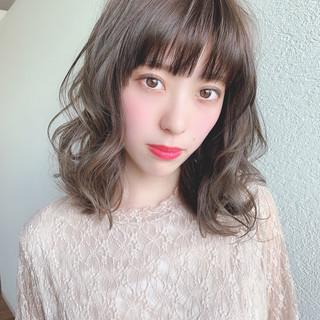 ミディアム シースルーバング アッシュベージュ 透け感アッシュ ヘアスタイルや髪型の写真・画像