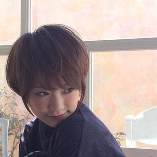 ショートヘア 小顔ショート ショートレイヤー ナチュラル ヘアスタイルや髪型の写真・画像