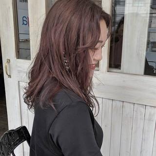かき上げ前髪 ピンクバイオレット ミディアム ラベンダーカラー ヘアスタイルや髪型の写真・画像