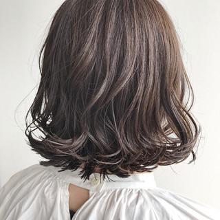外ハネ ボブ ナチュラル アッシュ ヘアスタイルや髪型の写真・画像