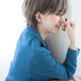アッシュ 大人かわいい ショート リラックス ヘアスタイルや髪型の写真・画像