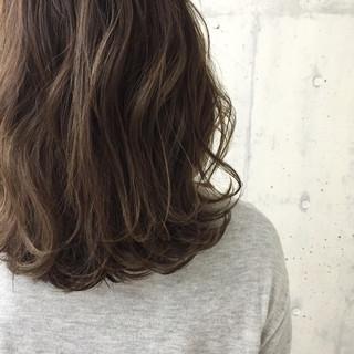 ストリート ハイライト ミディアム ブラウン ヘアスタイルや髪型の写真・画像