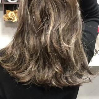 ロング ハイライト 暗髪 グレージュ ヘアスタイルや髪型の写真・画像