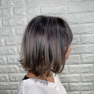 アンニュイほつれヘア グレージュ ヘアアレンジ ボブ ヘアスタイルや髪型の写真・画像