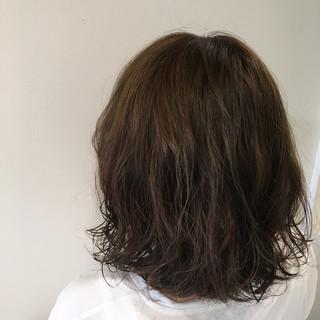 フェミニン パーマ 暗髪 黒髪 ヘアスタイルや髪型の写真・画像