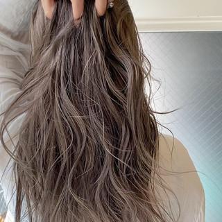 ミルクティーベージュ ロング ハイトーン シアーベージュ ヘアスタイルや髪型の写真・画像