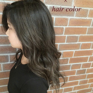 外国人風 アッシュ グラデーションカラー くせ毛風 ヘアスタイルや髪型の写真・画像