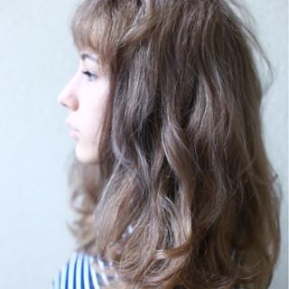 外国人風カラー ウェーブ モード アッシュ ヘアスタイルや髪型の写真・画像