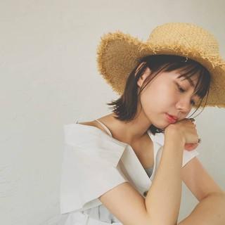 外ハネ ボブアレンジ 麦わら帽子 簡単ヘアアレンジ ヘアスタイルや髪型の写真・画像
